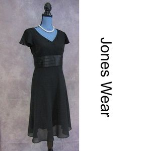 Jones Wear Chiffon & Satin Black Dress Size 6